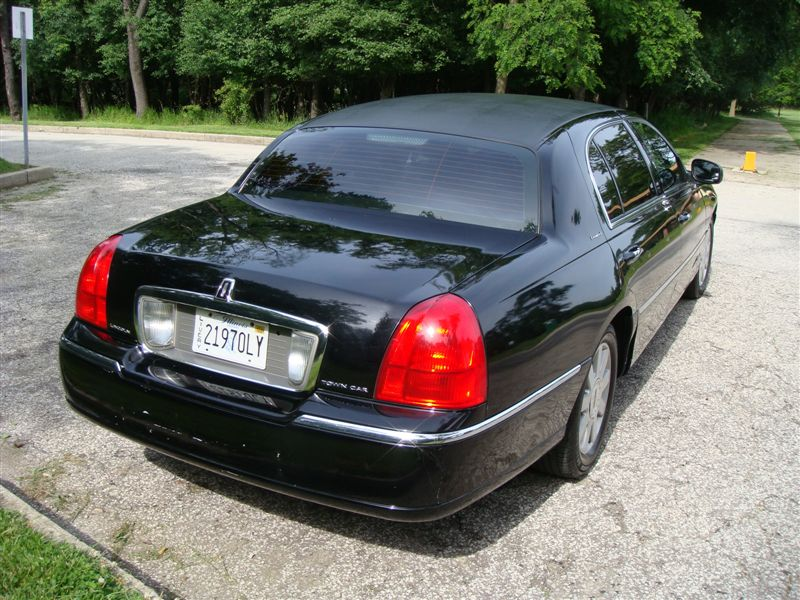 2004 Lincoln Town Car L Series Sedan