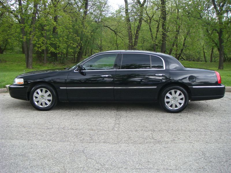 2004 lincoln town car l series sedan. Black Bedroom Furniture Sets. Home Design Ideas